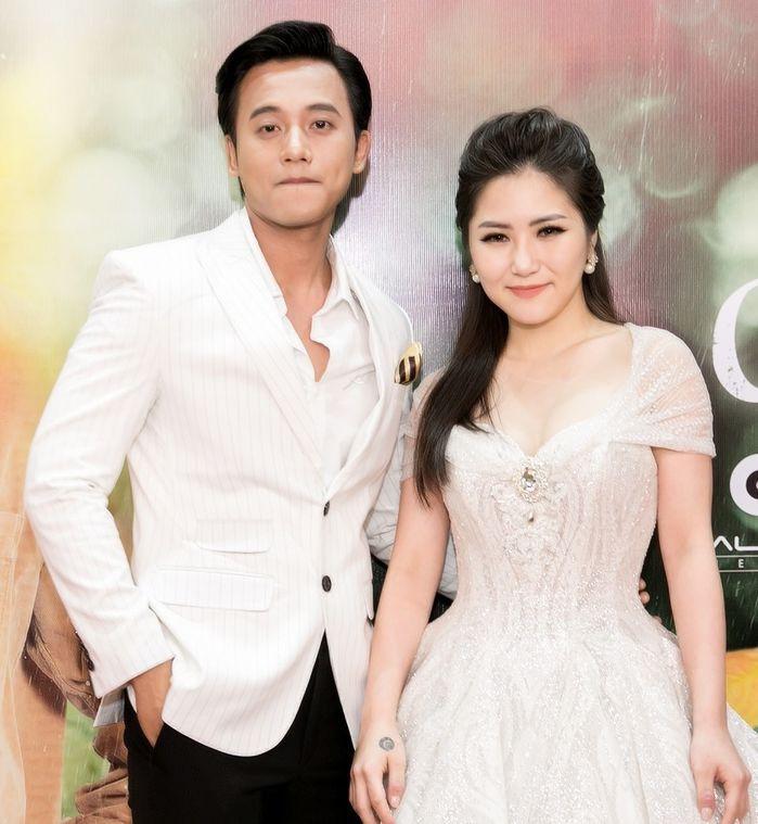 Trước tin đồn hẹn hò cùng chị đẹp Mỹ Tâm, thầy giáo mưa Mai Tài Phến đã có tình sử lãng mạn và nổi tiếng thế này