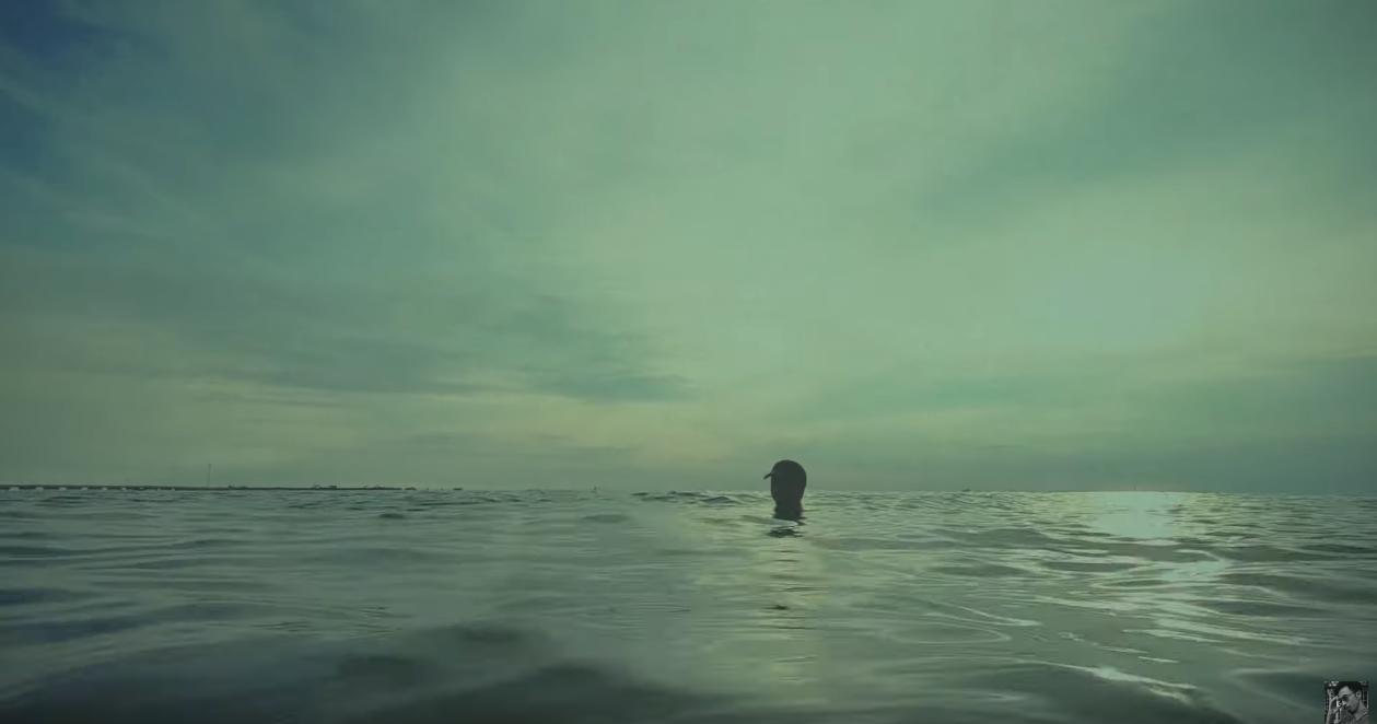 Chỉ ngâm nước biển, Đen Vâu đạt 1 triệu view trong đêm sau chưa đầy 24h