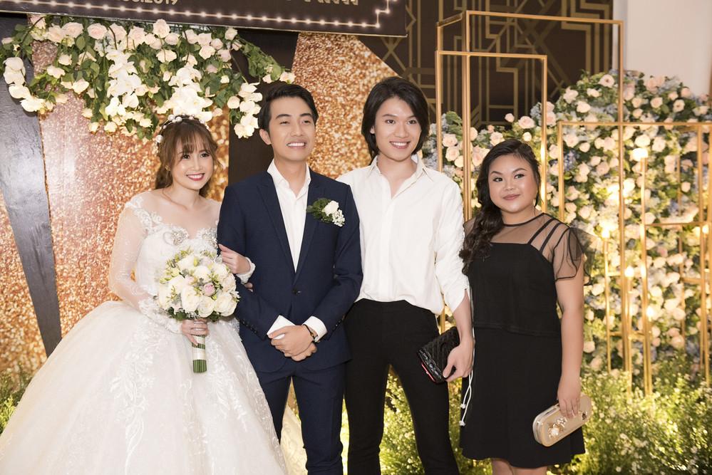 Quang Trung, Duy Khánh khóc hết nước mắt trong đám cưới người yêu cũ Cris Phan