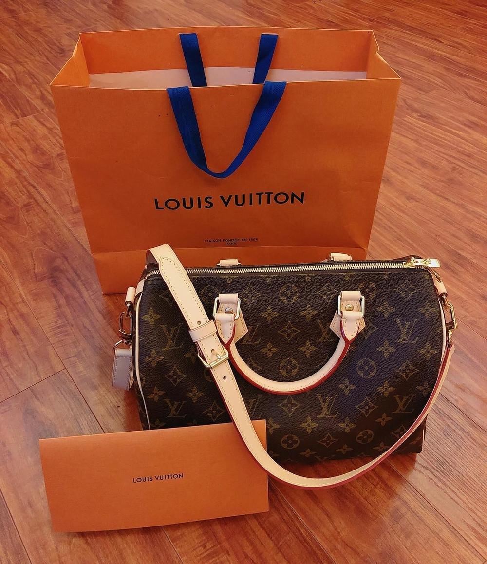 Là vợ sắp cưới của Bùi Tiến Dũng, hotgirl Khánh Linh cũng sắm cho mình một gia tài những món hàng hiệu đắt tiền