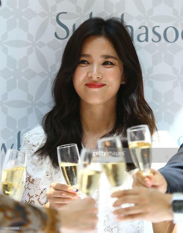 Song Joong Ki trở lại mạng xã hội sau ồn ào ly hôn, đăng tải hình ảnh trong bộ phim đóng cùng tiểu tam tin đồn