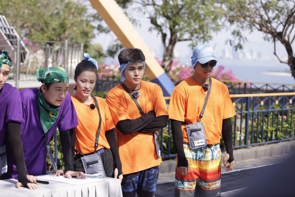 Chung team trong Chạy đi chờ chi tập mới nhất, CDM lục lại tấm hình cosplay Đông Nhi không trượt phát nào của Jun Phạm