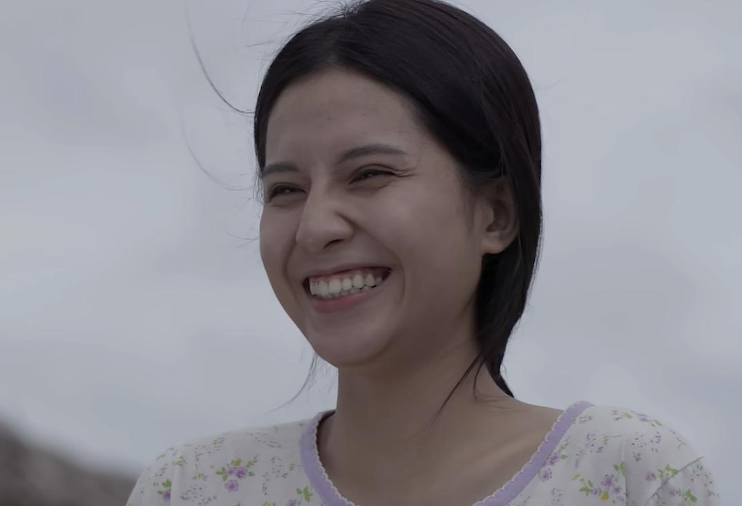 Nữ chính hit Sóng gió của Jack và K-ICM: làm mẫu ảnh từ năm lớp 11, có nét xinh xắn giống Angela Phương Trinh