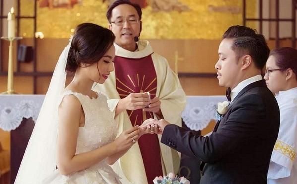 1001 yêu cầu khắc khe dành cho khách mời tại các đám cưới sao Việt: Dresscode bắt buộc, không mang theo trẻ em