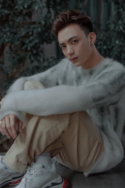 Hoàng tử ballad Soobin Hoàng Sơn trở lại với dòng nhạc tủ, MV kích tính như phim