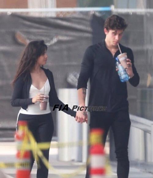 Liên tục nhận là bạn thân, không hẹn hò, nhưng Shawn và Camila Bello tiếp tục hôn nhau tình tứ nơi công cộng