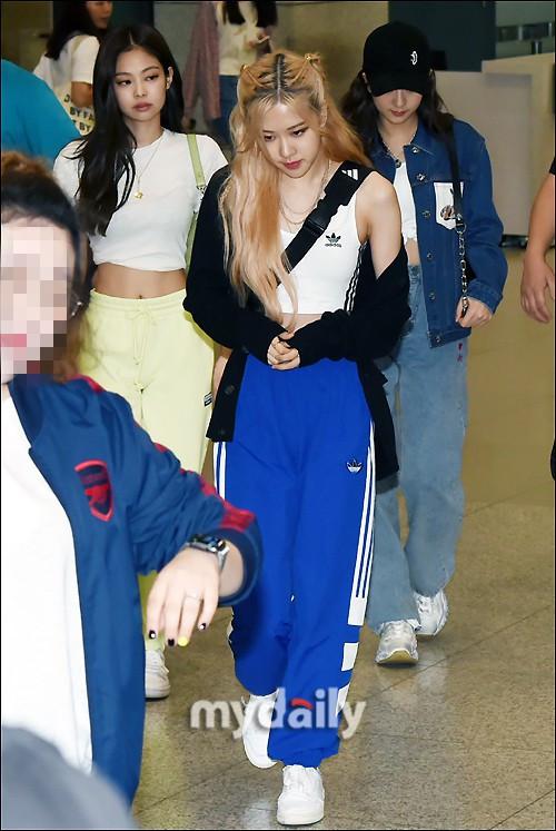 Mỹ nhân tề tựu sân bay hôm nay: Jennie chìm nghỉm trước spotlight của 2 cô em út, nữ diễn viên hack tuổi Sung Yuri trong veo như gái 20