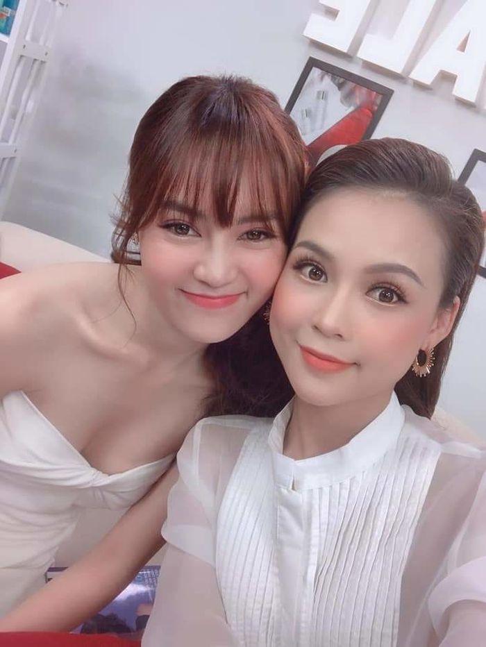 Sao Việt tuần qua: Bé Henry xấu hổ che mắt khi chồng trẻ hôn mẹ Thu Thủy, Ngô Kiến Huy cosplay gương mặt cún cưng không trượt phát nào