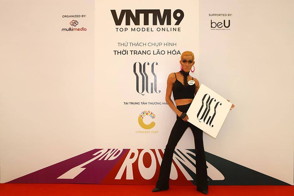 """Mâu Thủy """"sởn da gà"""" trước câu chuyện của người mẫu phi giới tính tại Top Model Online"""