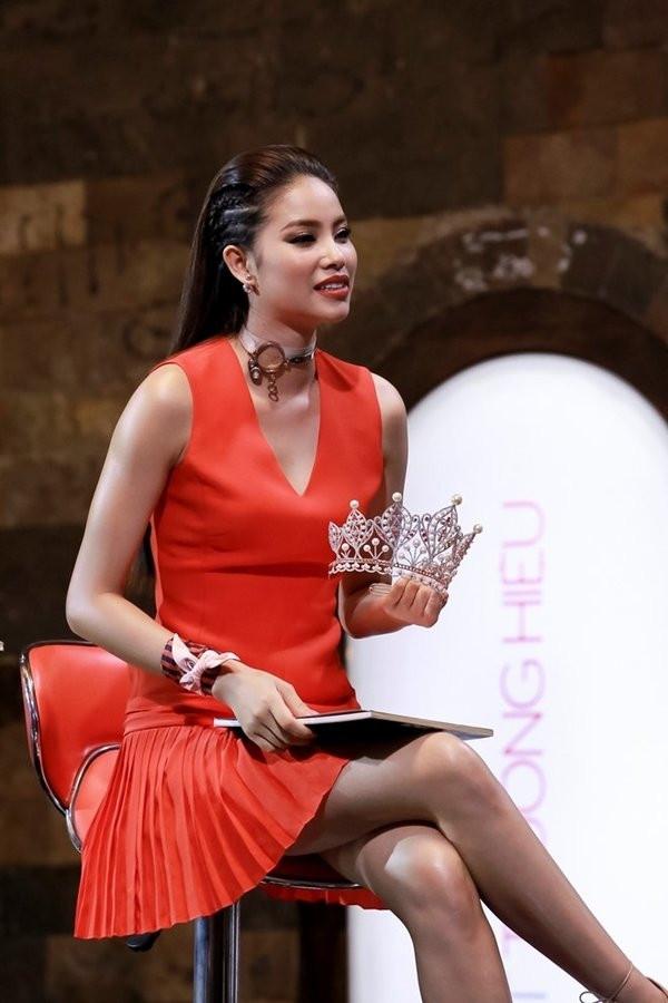 Loạt mỹ nhân Việt chơi lớn khi mang cả vương miện hoa hậu ra để chiêu mộ thí sinh