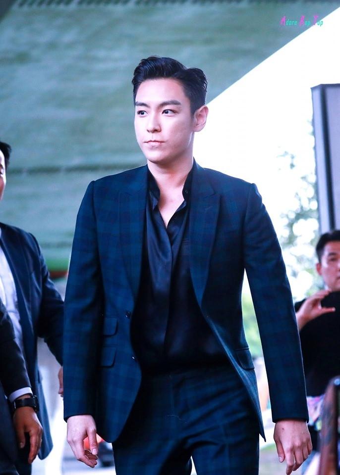 T.O.P (BigBang) lộ diện sau xuất ngũ, trông không khác gì nhân vật sát thủ bước ra từ phim hành động trinh thám