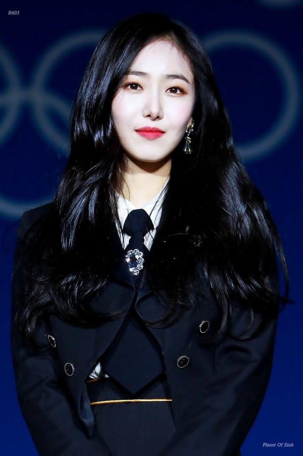 Top 30 nữ idol Kpop hot nhất hiện nay: Ai ngờ có ngày Jennie lại bị Hwasa (Mamamoo) và bạn thân Irene vượt mặt