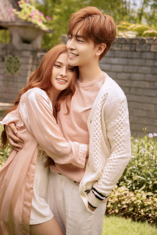 Sau đám cưới, Thu Thủy cùng ông xã kém 10 tuổi tình bể bình trong MV mới, nhanh chóng trở lại với làng nhạc Vpop