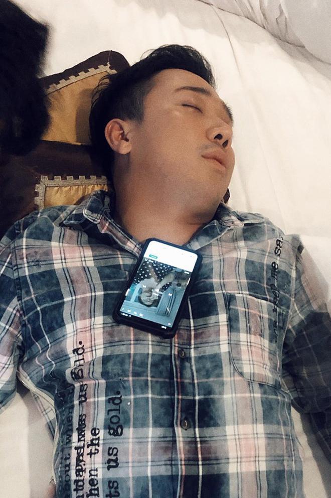 Thánh chơi dơ BB Trần tái xuất, tiếp tục niềm đam mê dìm hàng các thành viên trong lúc ngủ