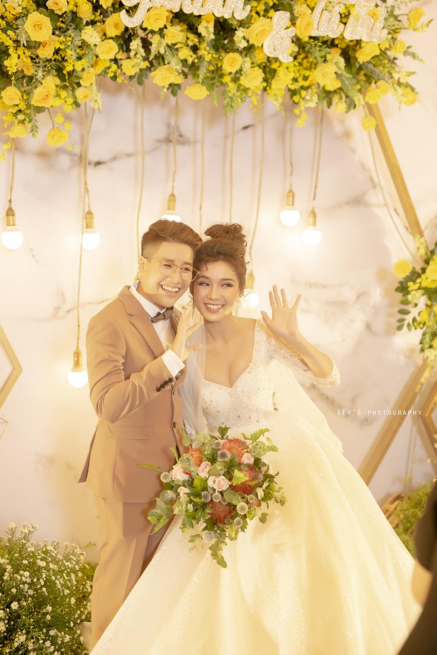 Dành dụm 400 triệu đồng, Á quân Solo cùng Bolero Tú Tri cùng đạo diễn chuyển giới Yun Bin tổ chức hôn lễ