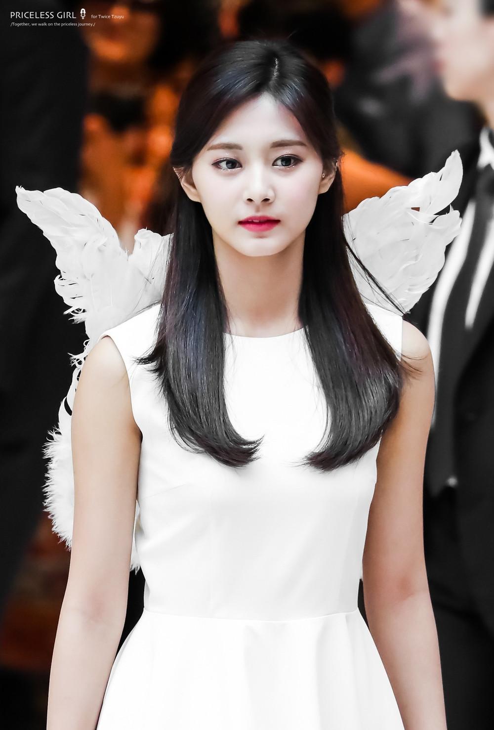 V, Kang Daniel, Tzuyu lọt top đề cử 100 gương mặt đẹp nhất thế giới, Lisa và Jennie vẫn đang chạy nước rút cho vị trí ứng viên
