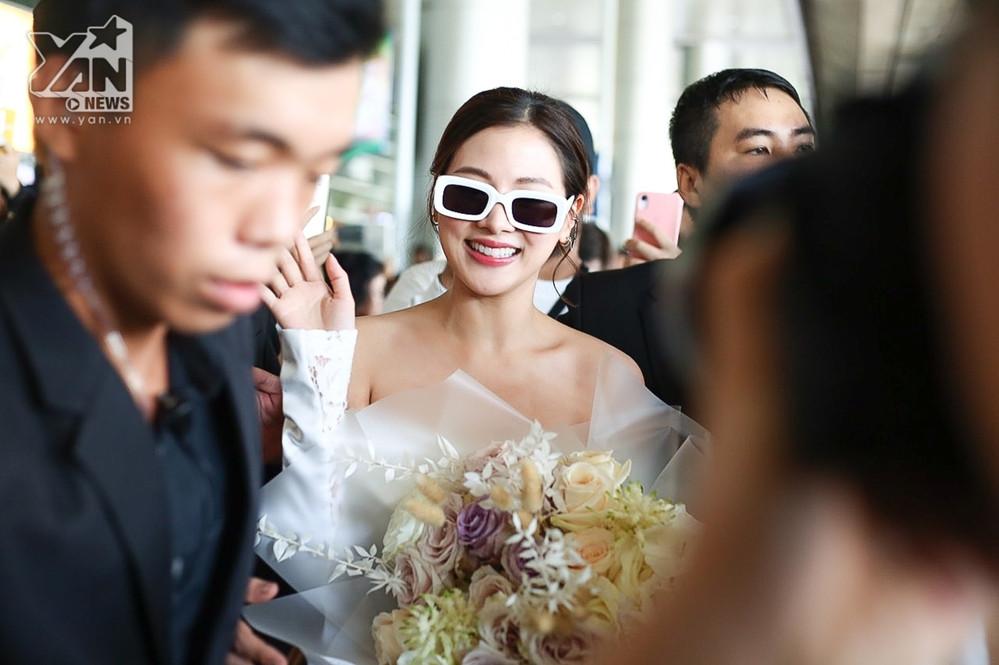 Baifern - nữ mỹ nhân của Freindzone, Chiếc lá bay xuất hiện rạng rỡ, vẫy tay chào fan Việt