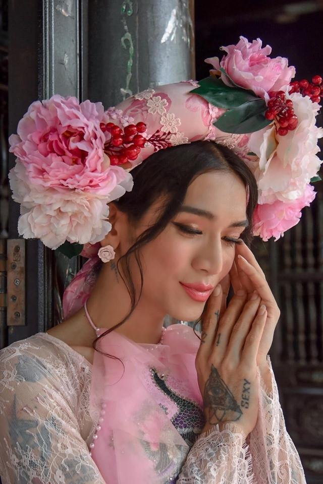 Nhận được nút vàng Youtube, nàng Mị BB Trần khoe loạt ảnh hậu trường lung linh của parody mới