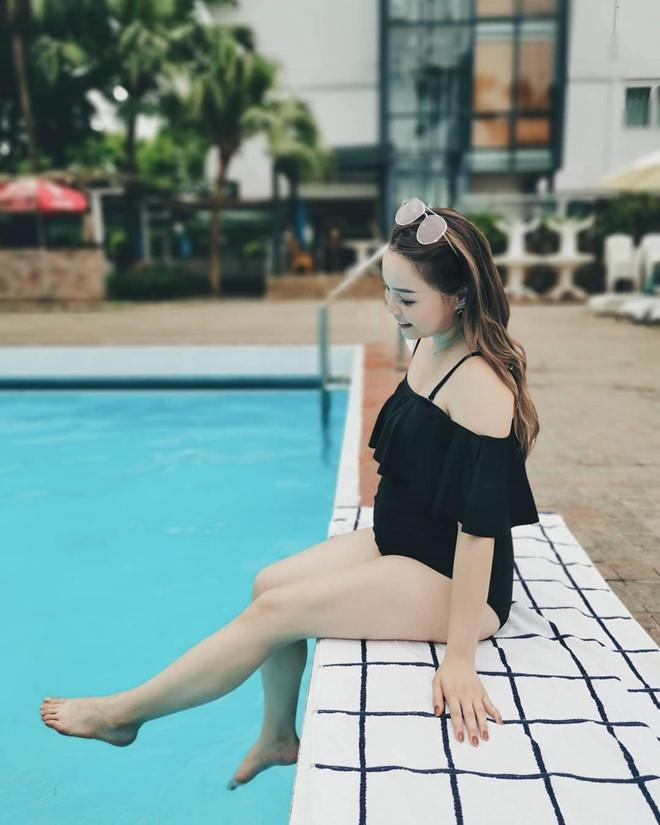 Hot beauty blogger Trinh Phạm không ngần ngại khoe dáng trong bikini dù đã mang bầu vượt mặt