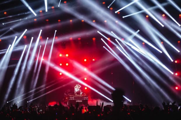 Diễn hết mình tại Đà Nẵng, Sơn Tùng phải thở oxy ngay tại hậu trường Sky Tour khiến fan lo lắng