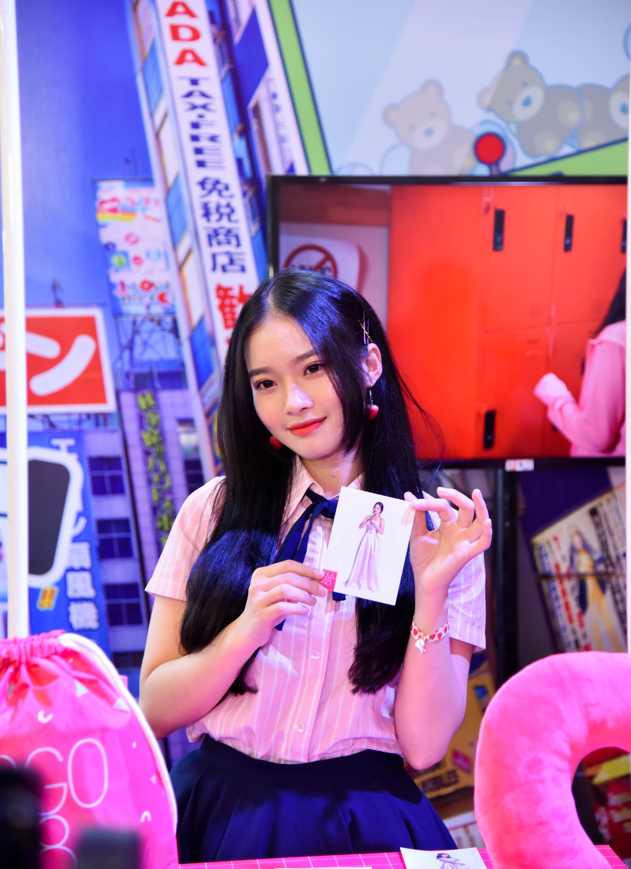 Các thành viên SGO48 tươi tắn giao lưu với hàng nghìn fan hâm mộ  tại sự kiện văn hóa Nhật Bản
