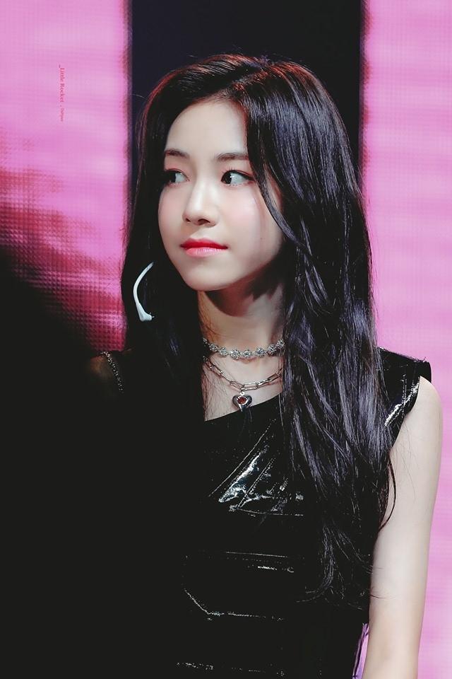 Lộ diện idol nữ nhỏ tuổi nhất Kpop hiện nay: sinh năm 2005 vừa tròn 14 tuổi