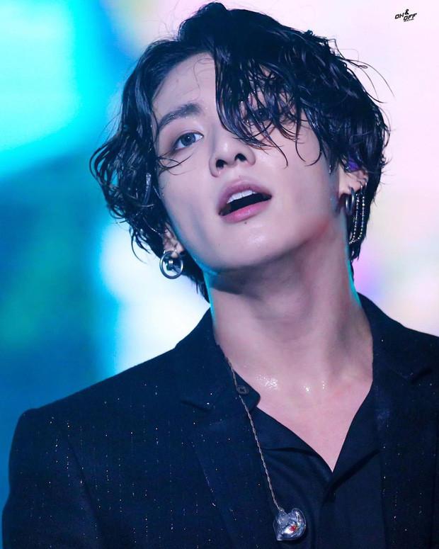BTS thông báo nghỉ ngơi sau 6 năm ca hát, nhưng mái tóc ướt sexy của Jungkook mới lọt top trend của 54 quốc gia