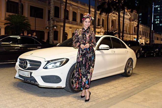 Fan phát hiện xe của Ninh Dương Lan Ngọc tại hậu trường quay MV mới của Chi Dân