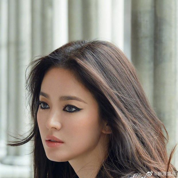 Song Hye Kyo tung bộ ảnh quảng cáo hậu ly hôn, từ bánh bèo màn ảnh lột xác thành rockchick cá tính, quyền lực