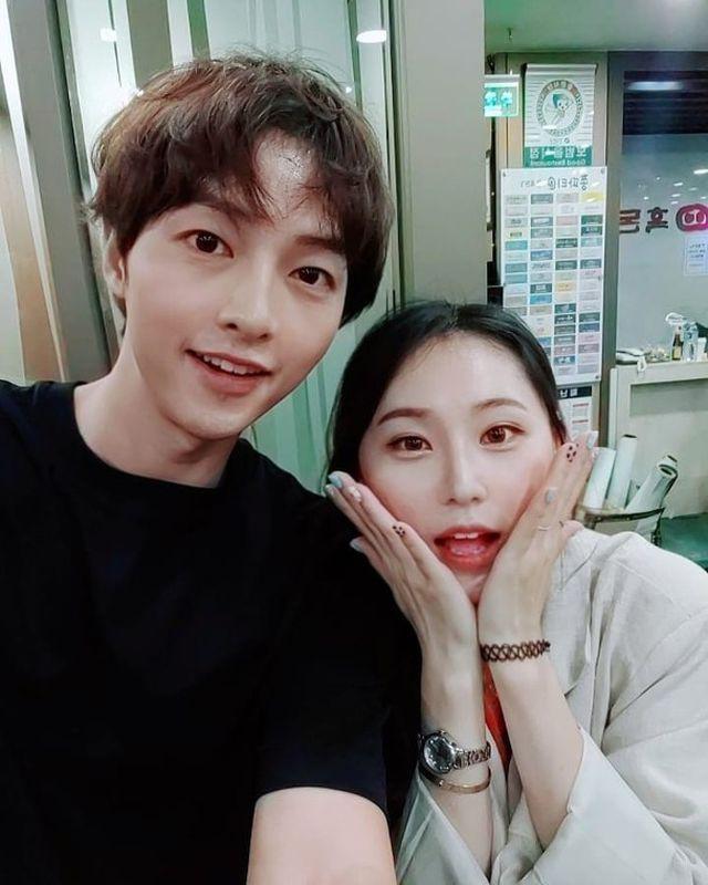 Truyền thông Trung rộ tin đồn Song Joong Ki bị vợ phản bội chỉ vì... chi tiết chiếc mũ xanh