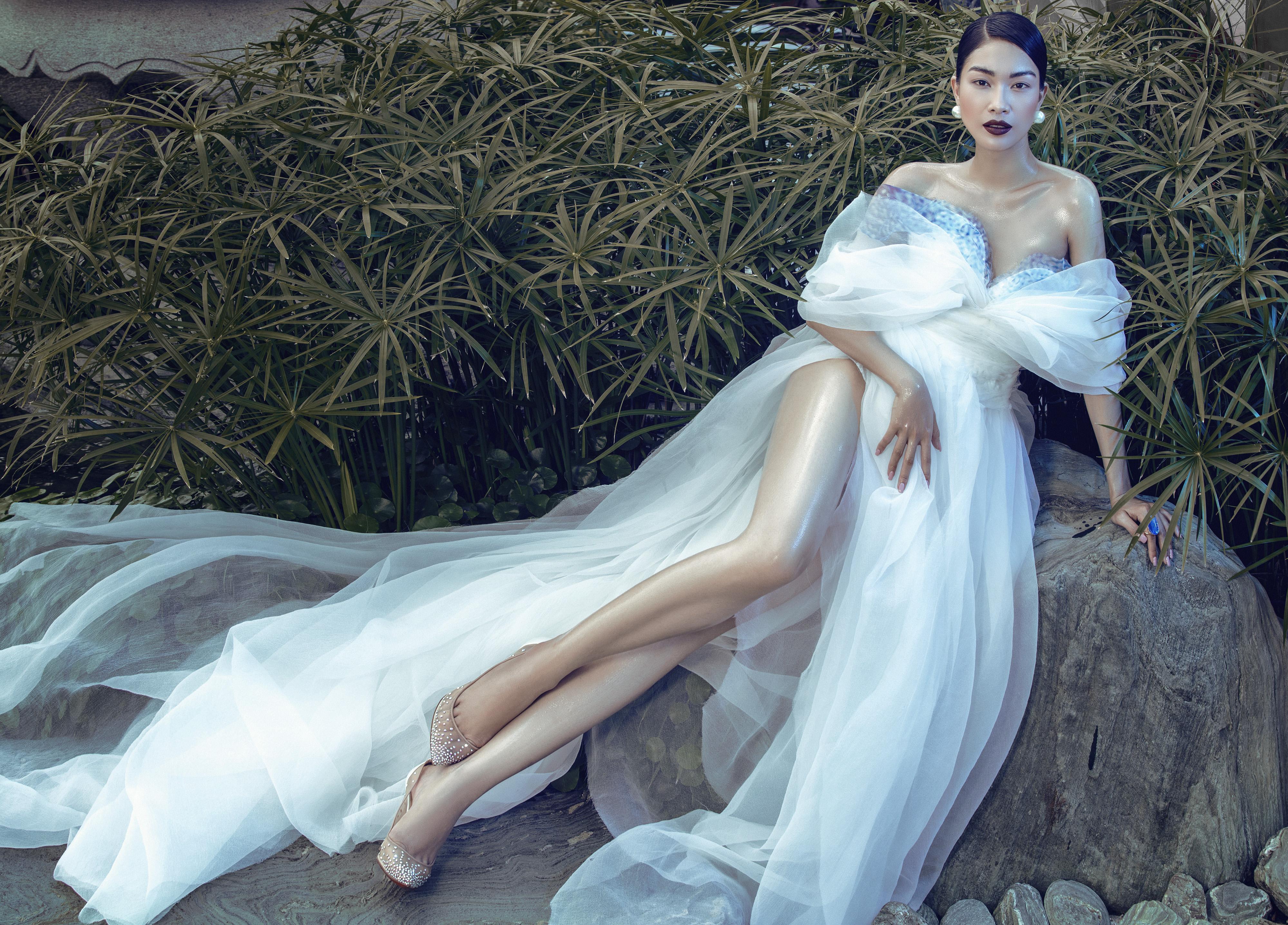 Á hậu Coco Thùy Dung diện thiết kế lệch vai, khoe vai trần gợi cảm