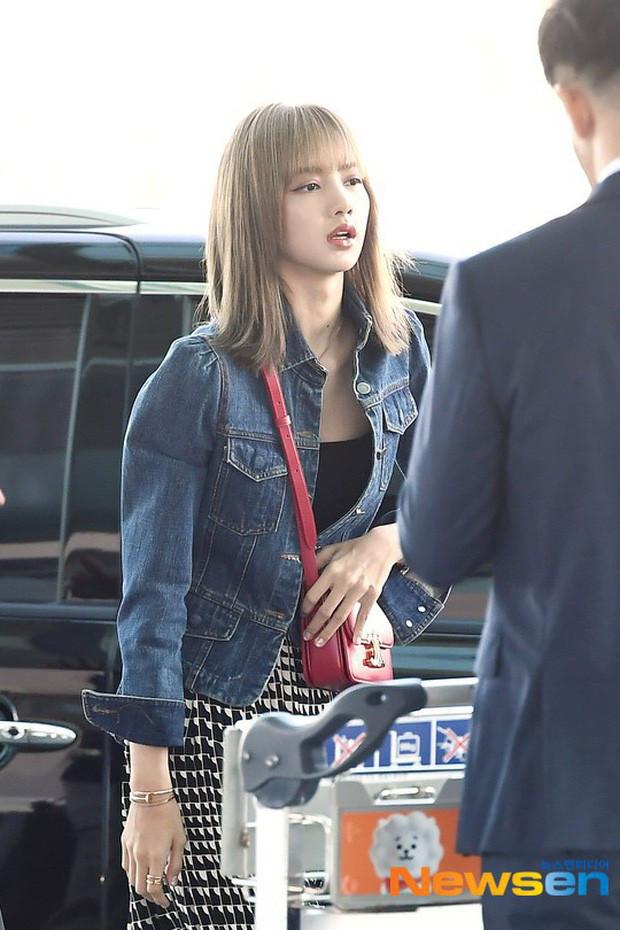 Giữa nghi án Rosé bị đối xử bất công, Lisa xuất hiện ở sân bay với vẻ mặt mệt mỏi và lạnh lùng