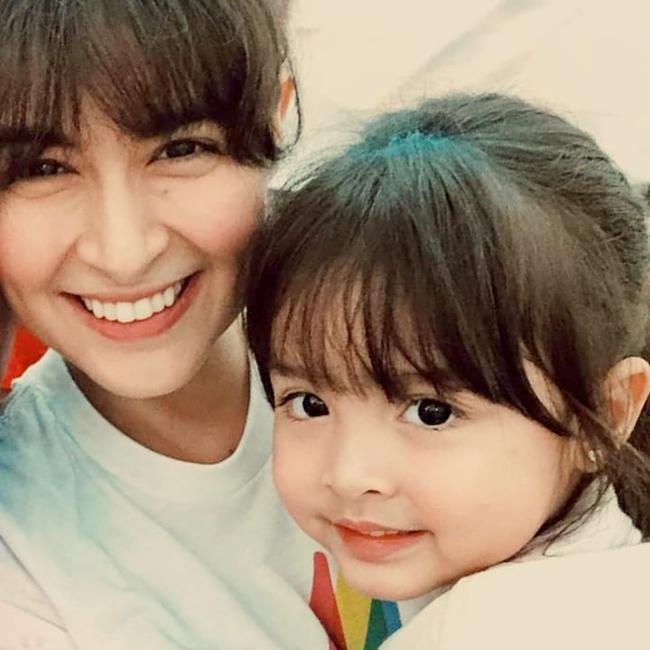 Cặp mẹ con đẹp nhất Philippines Marian Rivera tái xuất trong bộ váy đôi gây sốt CDM