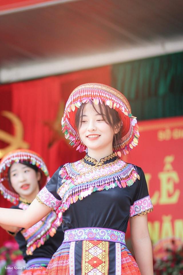 Cover Để mị nói cho mà nghe, nữ sinh Thái Nguyên tăng hàng nghìn lượt followers trên mạng xã hội