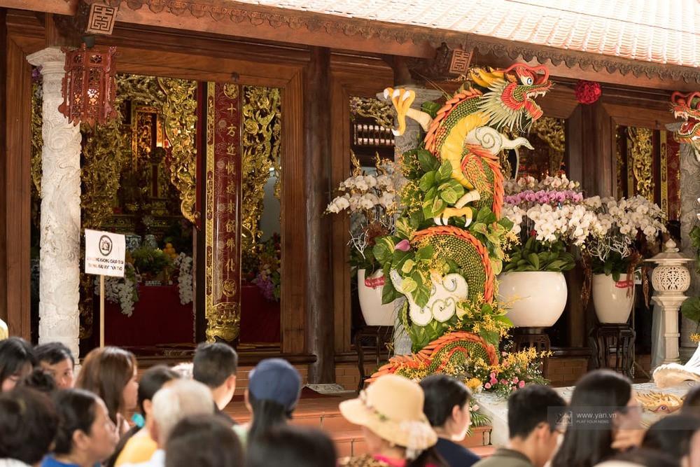 Danh hài Hoài Linh vận áo dài khăn đóng, chuẩn bị chu toàn buổi lễ dâng hương Tổ Nghề Sân Khấu