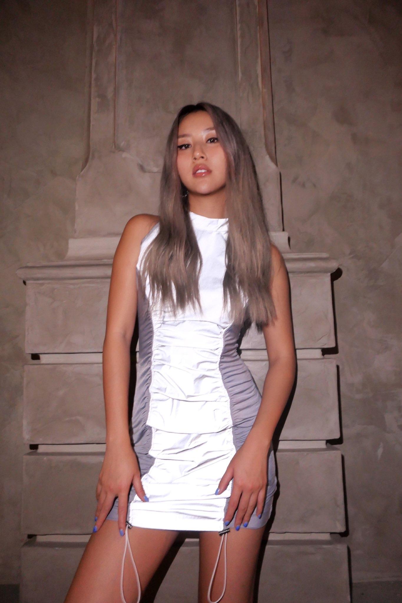Quỳnh Anh Shyn thay đổi diện mạo mới lạ với tóc bạch kim, thẳng thắn tuyên bố: Tôi không còn là cô hot girl ngày nào.