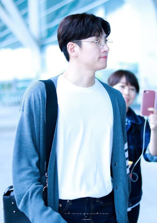 Ji Chang Wook giản dị nhưng vẫn tỏa sáng tại sân bay Tân Sơn Nhất khiến fan vỡ òa