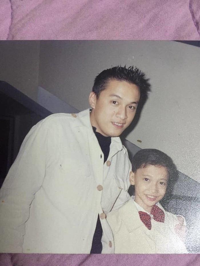 Đăng ảnh 20 năm trước chụp cùng Mỹ Tâm, Đan Trường, Lam Trường,... ST Sơn Thạch xúc động chia sẻ cảm xúc của một fan trở thành ca sĩ ngôi sao