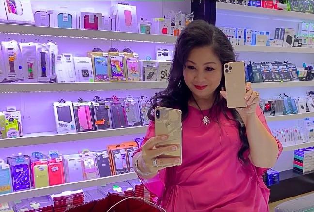 Chồng nhà người ta Ưng Hoàng Phúc chi 99 triệu mua Iphone 11 Pro Max tặng vợ bầu