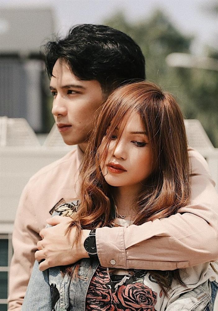 Mừng nút kim cương tại Việt Nam đầu tiên của Youtube, Huỳnh Phương (FapTV) công khai đang hẹn hò cùng Sĩ Thanh