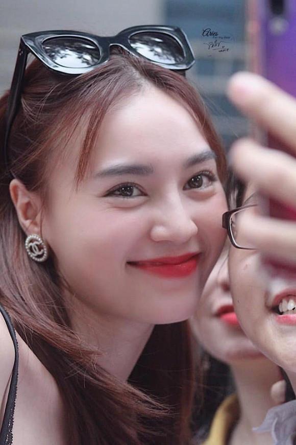 Ninh Dương Lan Ngọc đăng ảnh fan chụp , tự bóc phốt tuổi tác của mình