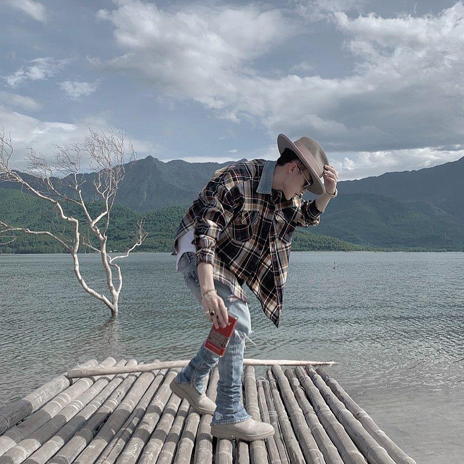 Fan gọi đùa Sơn Tùng là travel blogger khi đi đâu cũng có ảnh checkin đẹp để khoe Instagram thế này