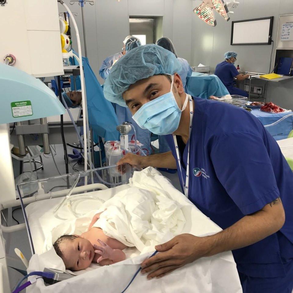 Dàn sao Việt nô nức trước tin Kim Cương vượt cạn thành công, gia đình Ưng Hoàng Phúc có con gái mới