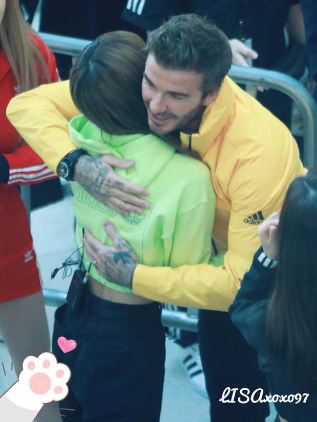 Sự thật sau ồn ào BLACKPINK tới trễ bắt David Beckham chờ cả tiếng: 4 cô gái đã có mặt trước và giao lưu với nam tài tử trong cánh gà?