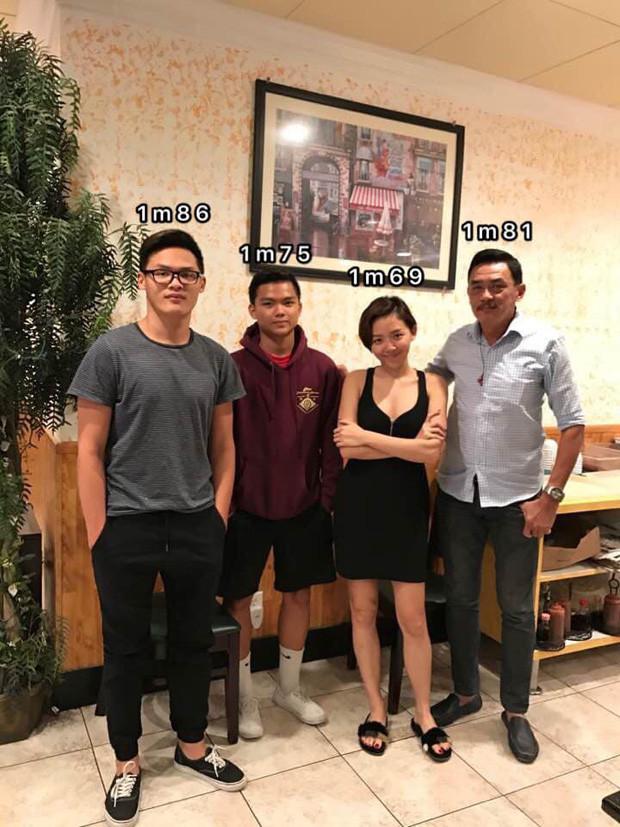 Tóc Tiên tự mình tiết lộ chiều cao nấm lùn khi chụp hình gia đình cùng bố và 2 em trai