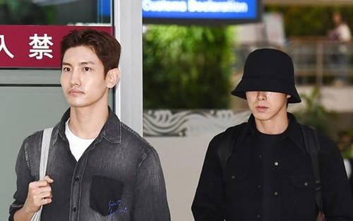 Kai (EXO) bị Knet chỉ trích khi diện đồ màu hồng, cười thân thiện tại sân bay sau lễ tang của Sulli