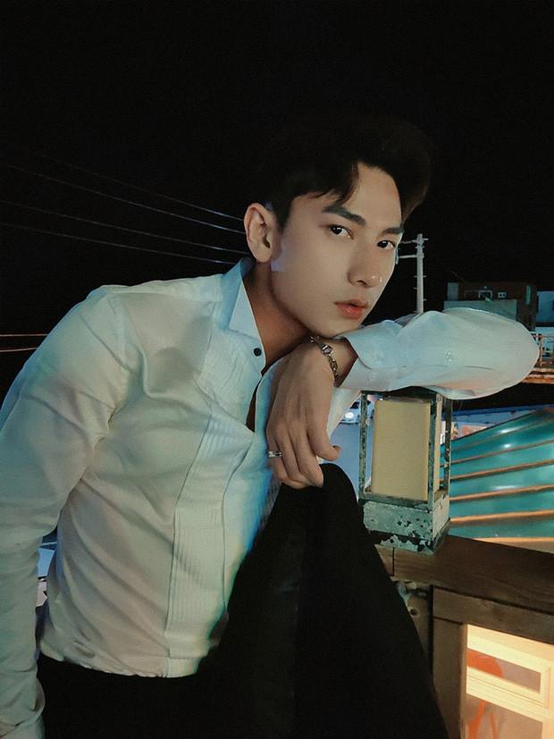 Issac xuất hiện điển trai trên báo Hàn, được truyền thông nước bạn hết lời khen ngợi