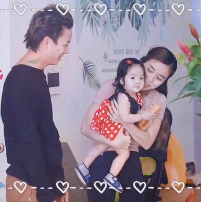 Bị chỉ trích lấy hình ảnh con gái để câu like, bà xã Hoài Lâm đáp trả thẳng thắn trên trang cá nhân