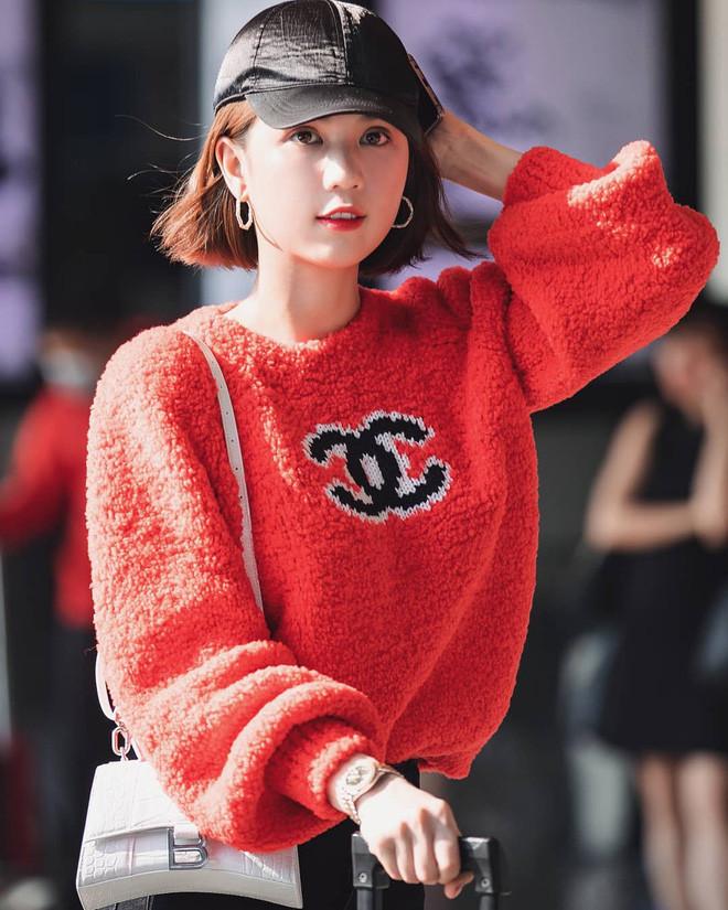 Ngọc Trinh đụng hàng nguyên bộ outfit với Jennie: Nữ hoàng nội y hay Chanel sống xuất sắc hơn?