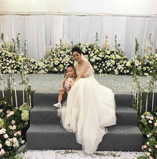 Đọ độ khủng giữa đám cưới Bảo Thy và anh trai ruột: Người đãi khách sạn 6 sao, người mời tới 1000 khách
